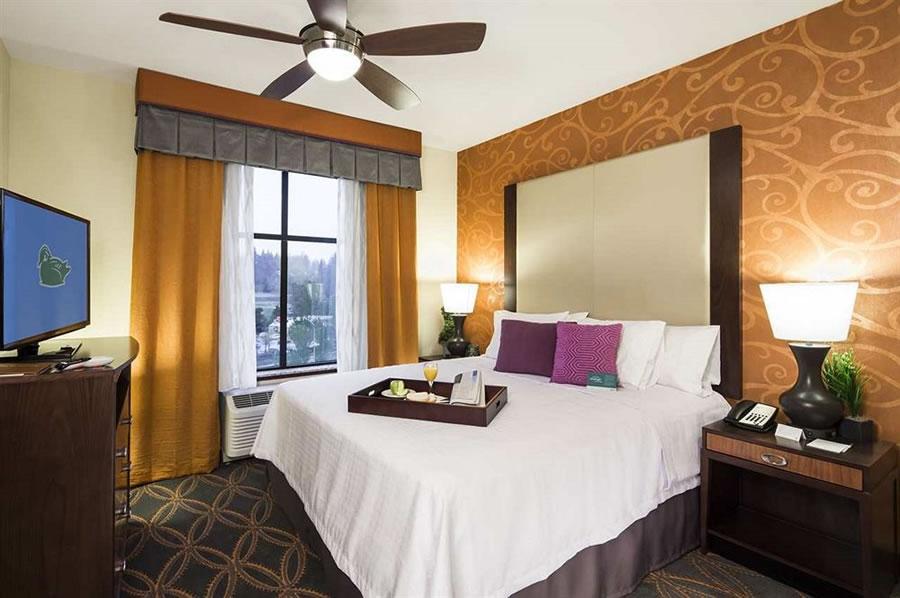 西雅图林恩伍德套房酒店